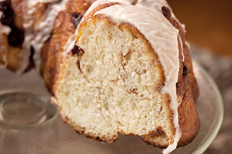 Glazed Cinnamon Raisin Bread Ring