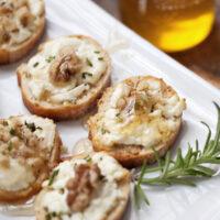 goat cheese crostini with honey