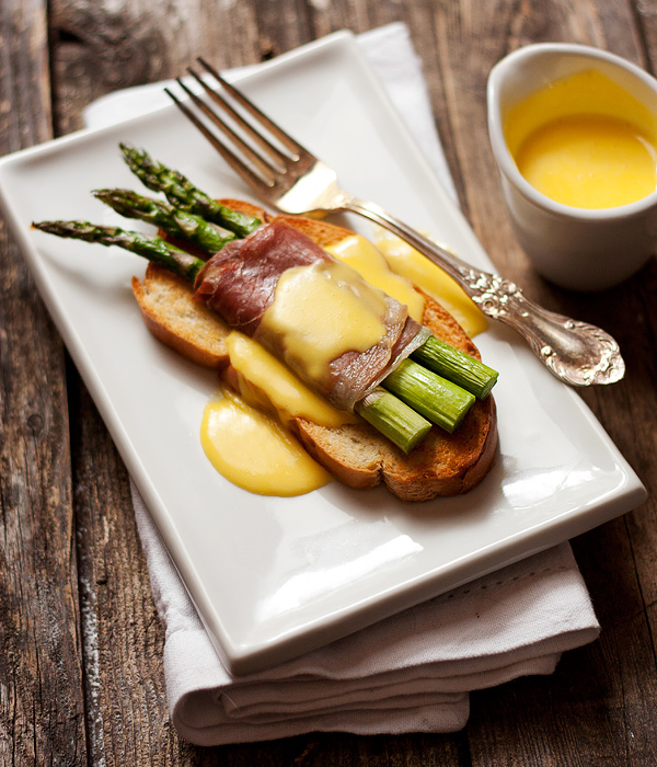 Easter Brunch Recipe Idea. Asparagus and Prosciutto Crostini with Fontina Cheese Sauce
