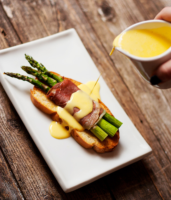 Perfect for Easter Brunch: Asparagus and Prosciutto Crostini with Fontina Cheese Sauce