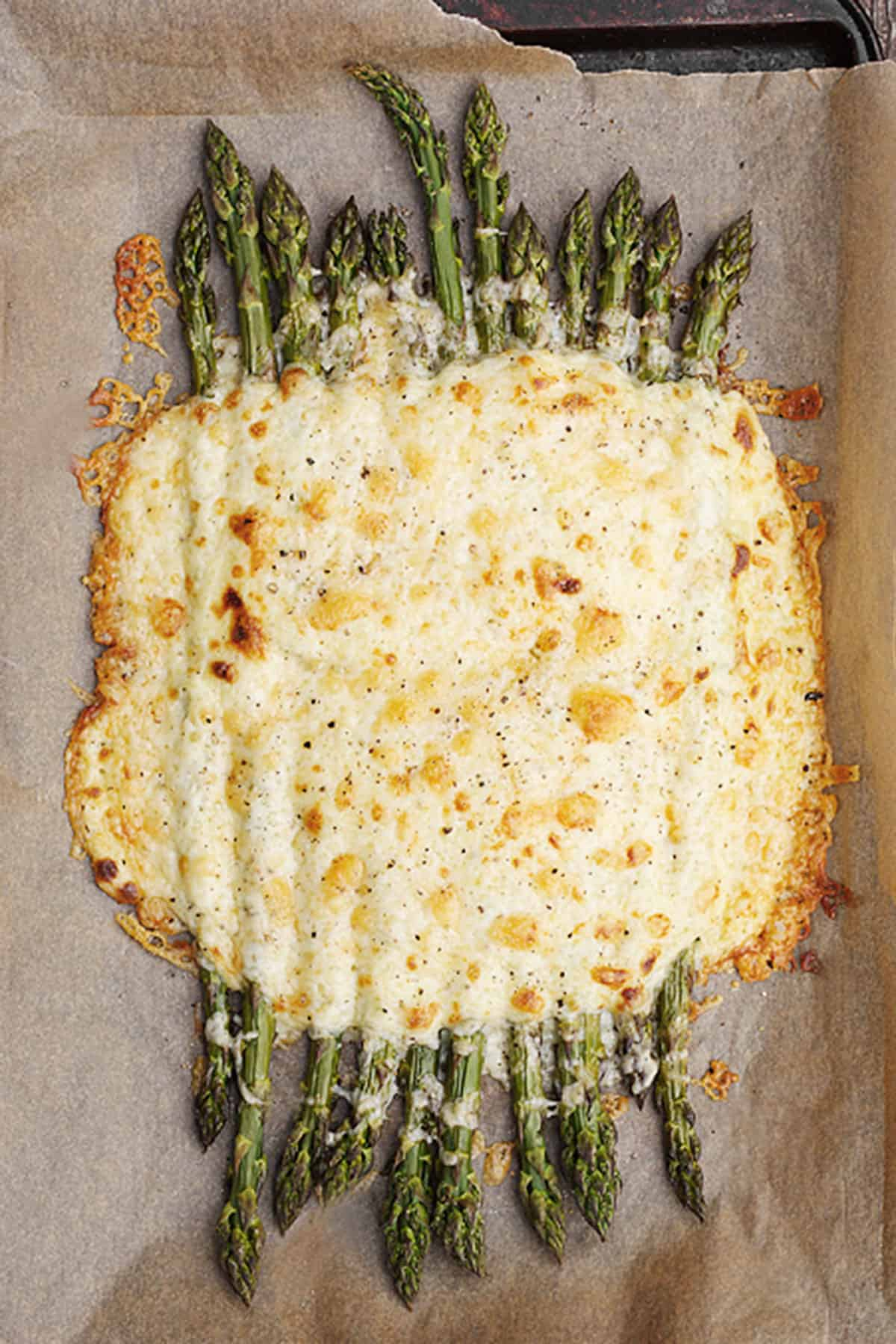 baked asparagus with creamy cheese sauce