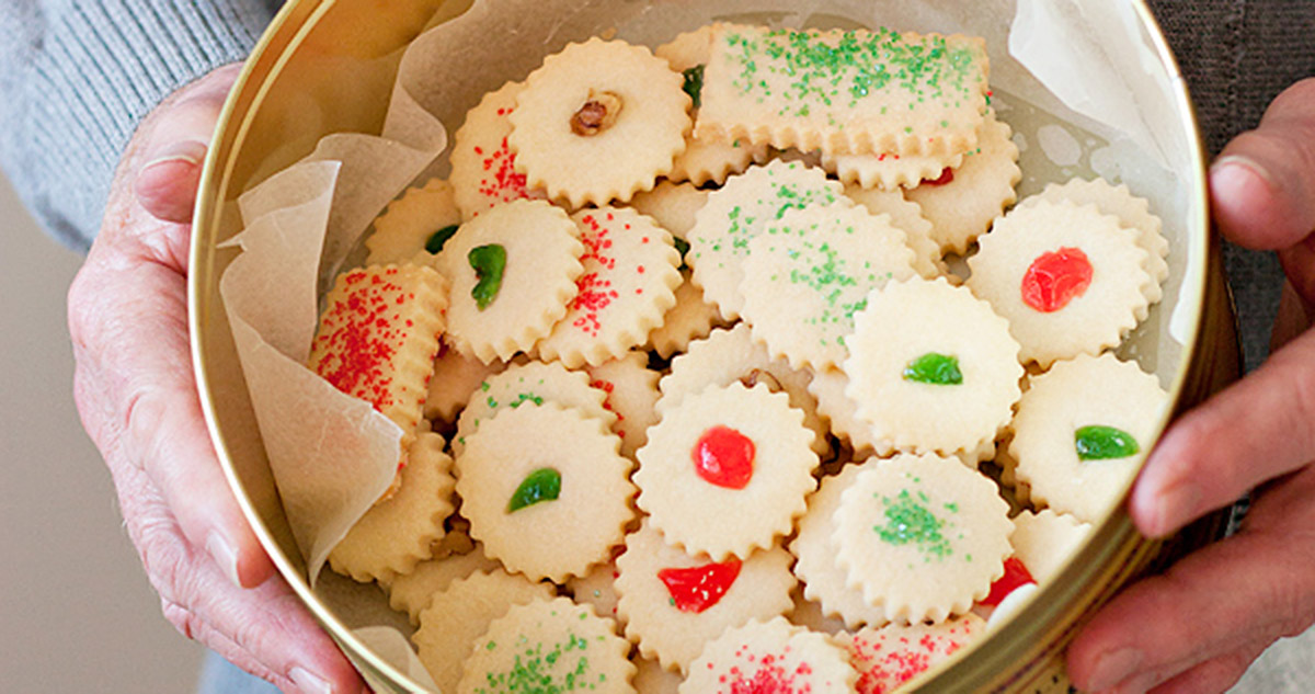 Christmas shortbread cookies in tin