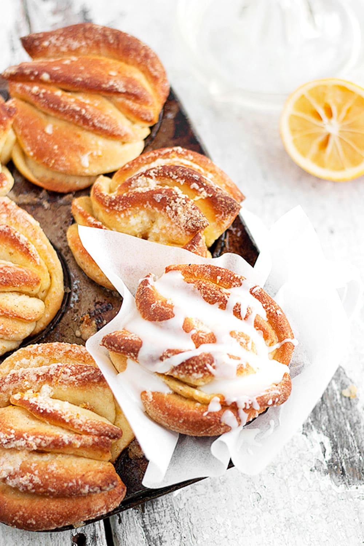 lemon pull-apart rolls in muffin tin