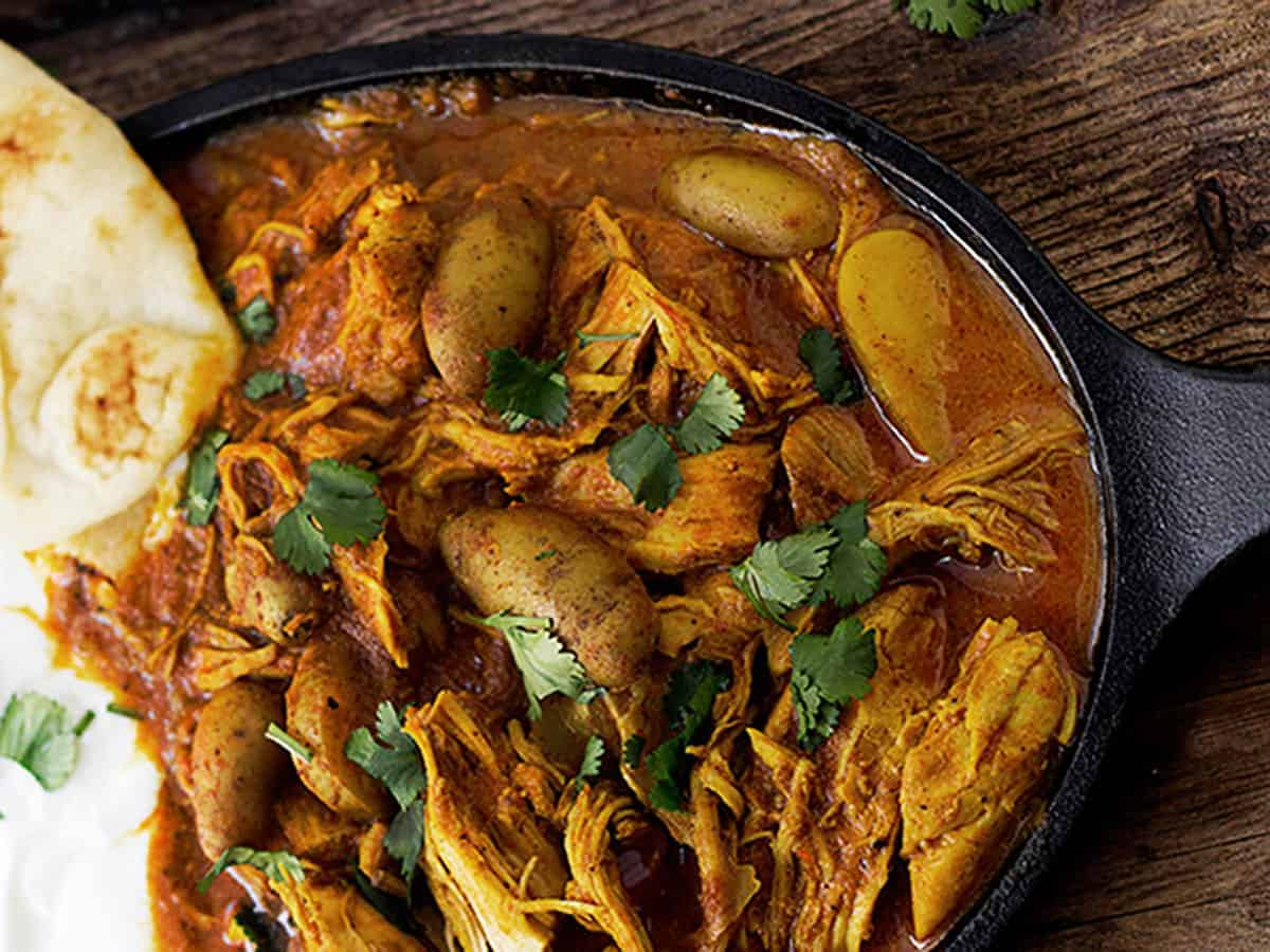 Indian spiced chicken with naan on cast iron dish