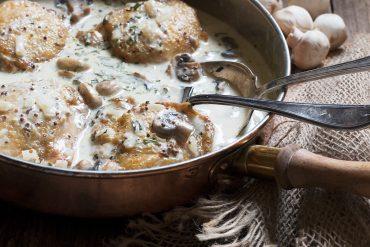 Chicken with Creamy Mushroom Sauce