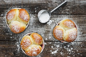 Warm Bread Bites with Raspberry Jam Dip