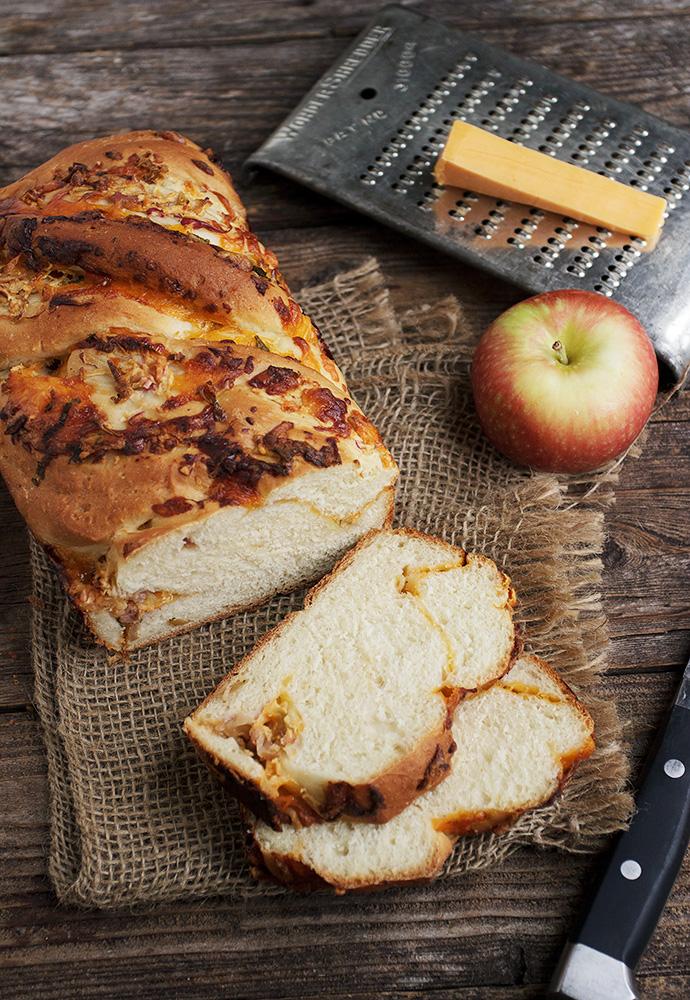 Cheddar Apple Swirl Toasting Bread