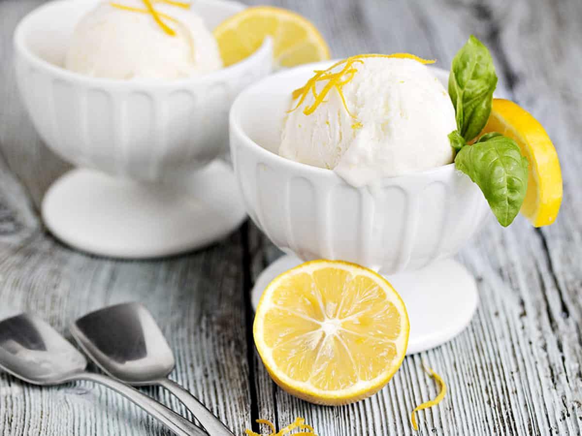 no-churn lemon ice cream in ice cream bowls with lemons