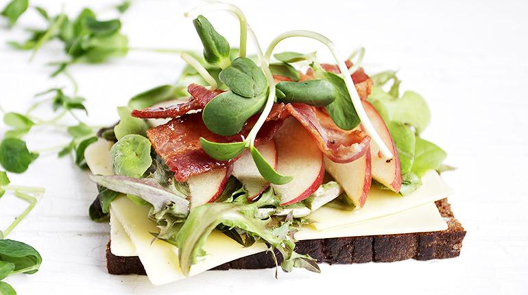 Apple Bacon Open-faced Sandwich with Jarlsberg