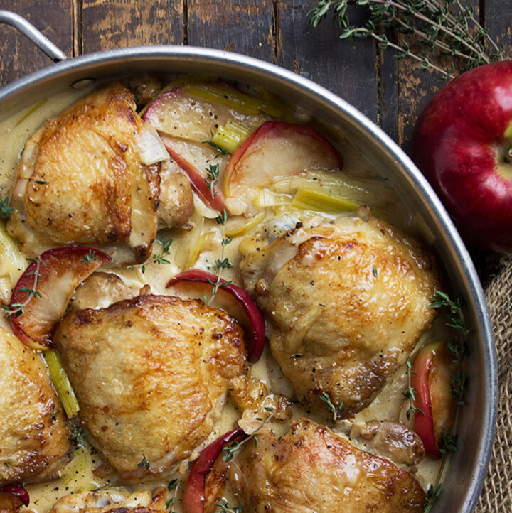chicken with apples and leeks in pan