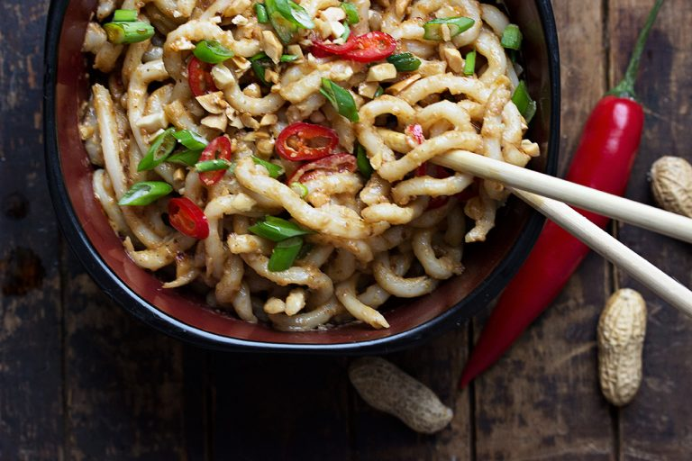 10-Minutes Spicy Peanut Udon Noodles