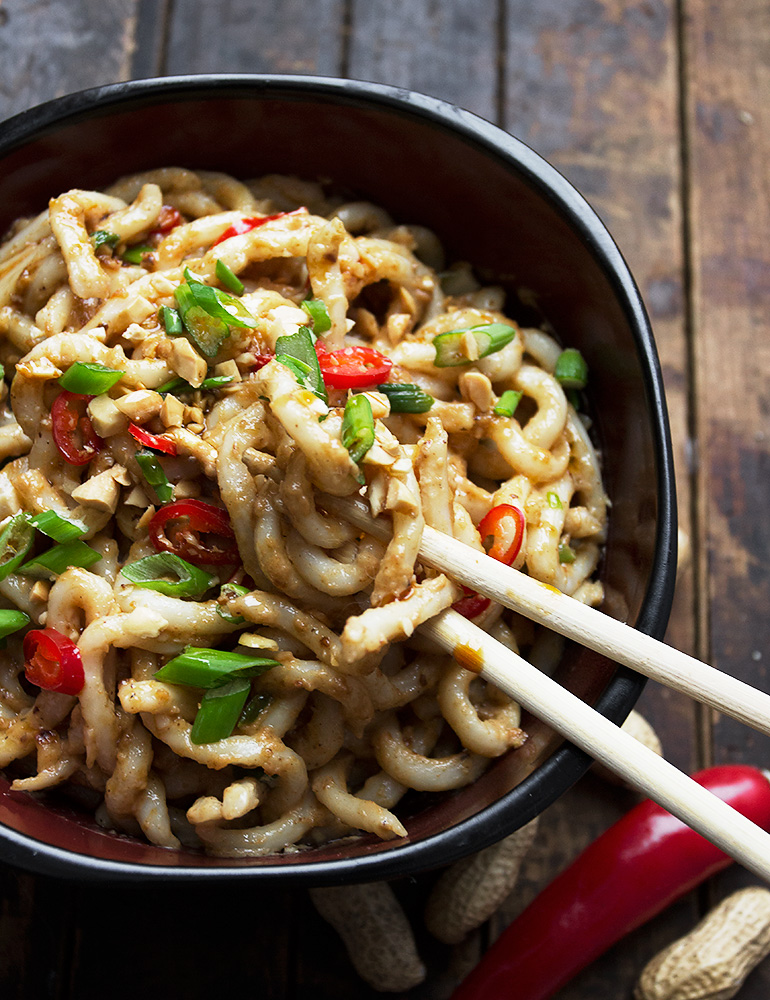 10-Minutes Spicy Peanut Udon Noodles