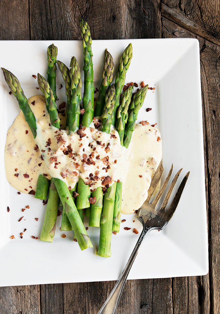 Asparagus Carbonara - my new favourite way to enjoy Spring asparagus! With Parmesan and bacon in a creamy sauce.