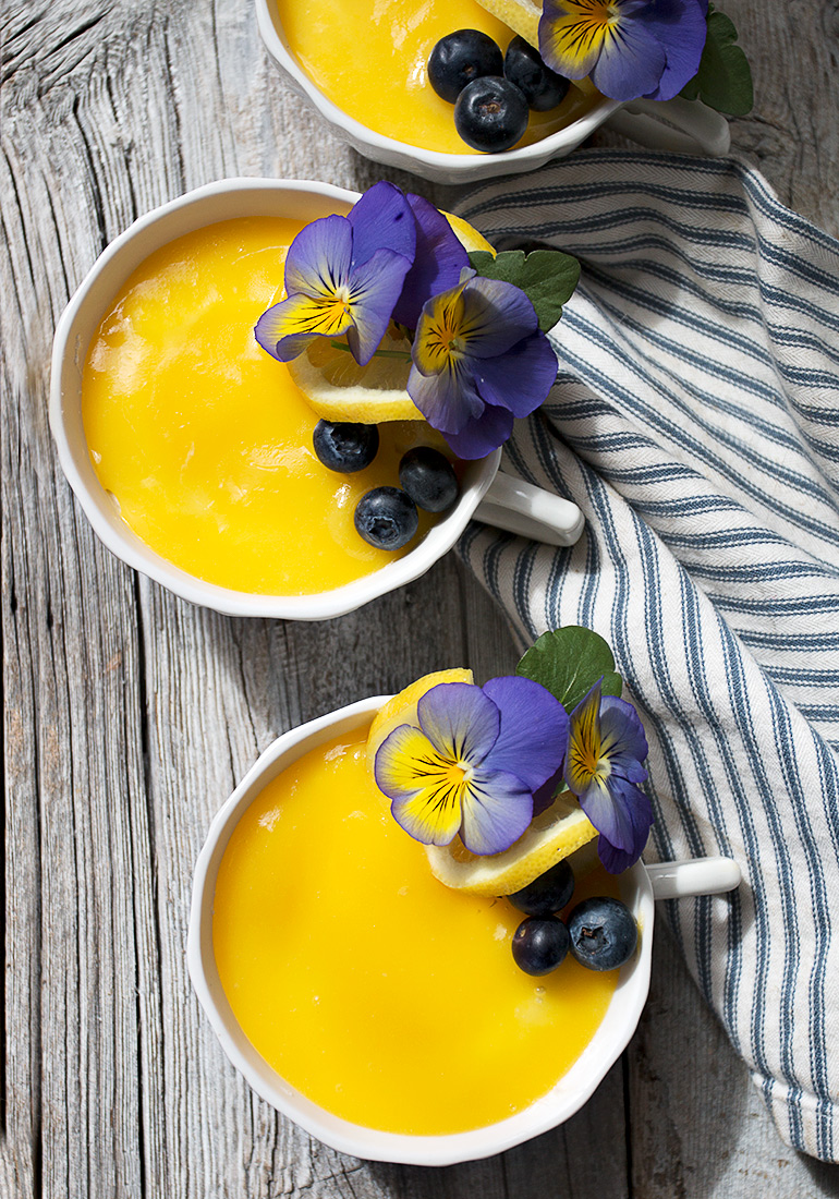 Teacup No-Bake Cheesecake with Lemon Curd