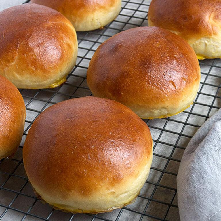 homemade hamburger buns on cooling rack