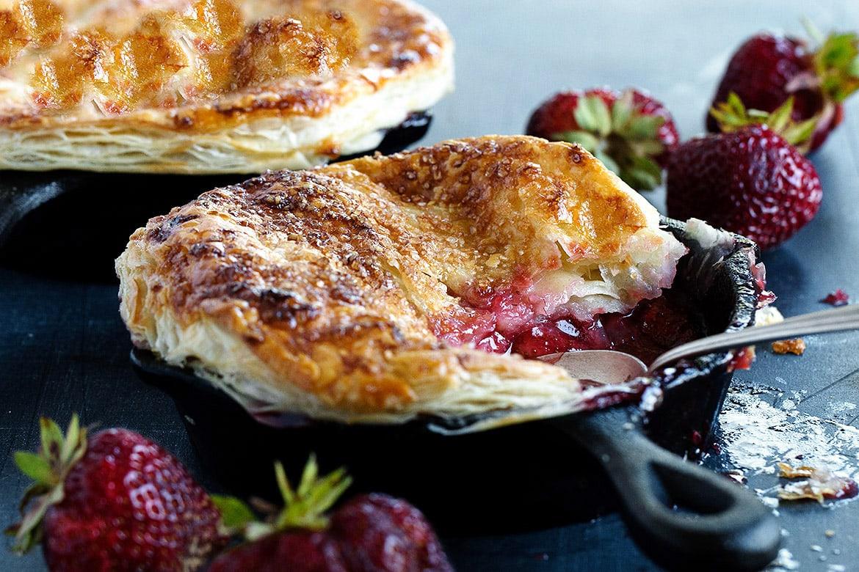 strawberry pot pie in mini cast iron skillets