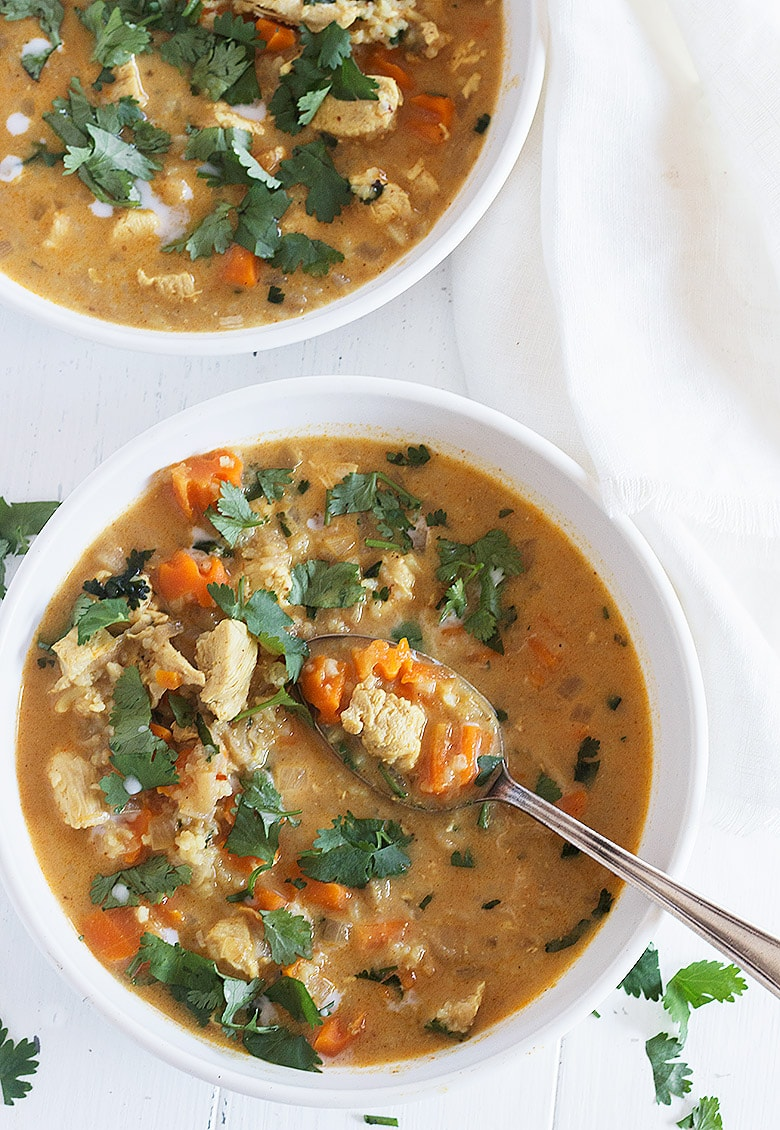 chicken mulligatawny soup in white bowl