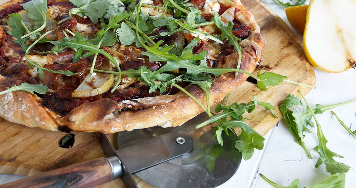pizza with pears and prosciutto