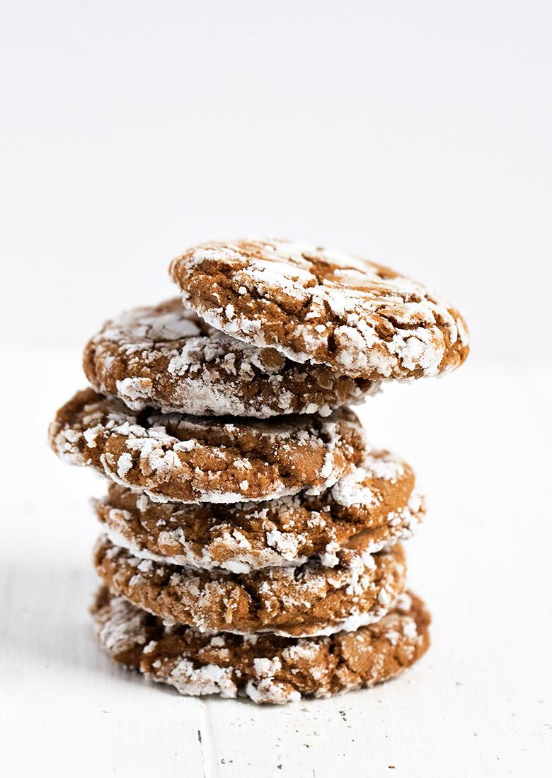 stack of gingerbread crackle cookies