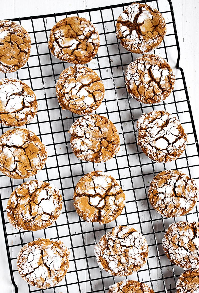 gingerbread crackle cookies on cooling rack