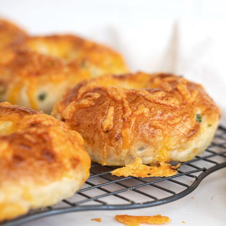 cheddar jalapeno bagels on cooling rack